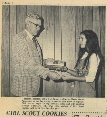 Bartlett Piland sells girl scout cookies to the mayor